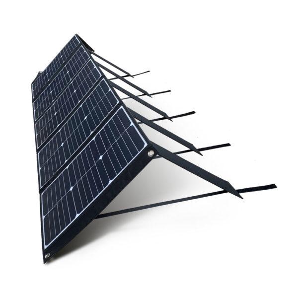 100W 18V lichtgewicht mobiel zonnepaneel Mobisun uitgeklapt schuin hoek